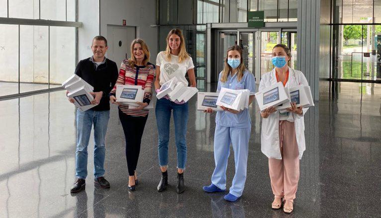 Rockmantic hace entrega de las tablets al hospital