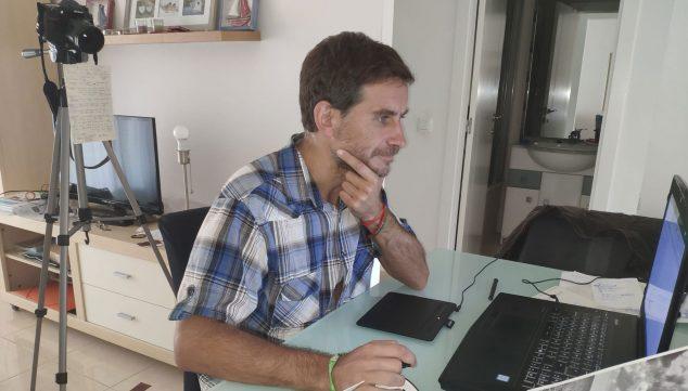 Imatge: Sergio Cruz, preparant una de les seves gravacions
