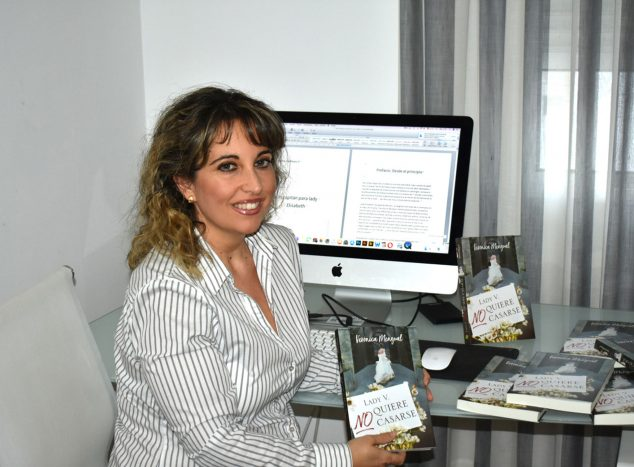 Image: Verónica Mengual, writer of romantic-historical genre