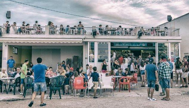 Imagen: Bar y terraza del autocine