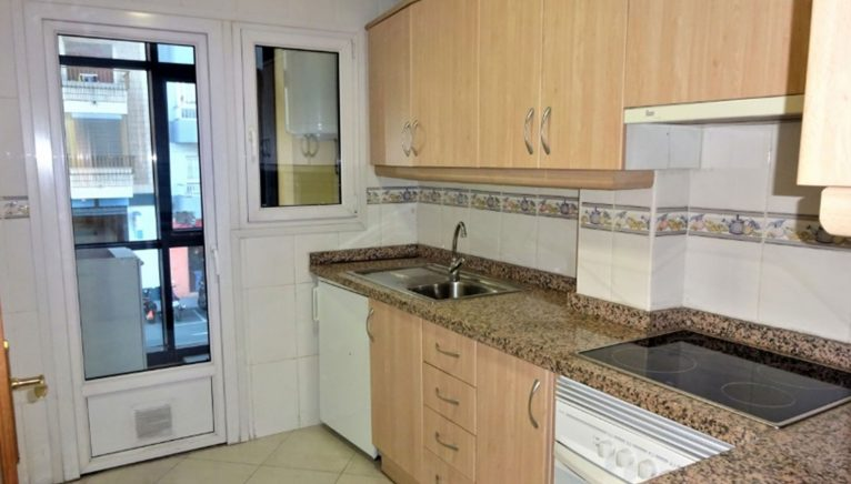 Kitchen of a flat for sale in Dénia - Casas Singulares