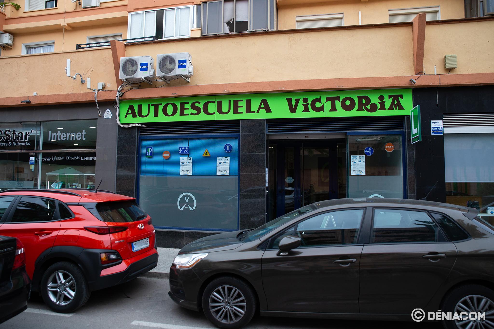 Entrada de Autoescuela Victoria