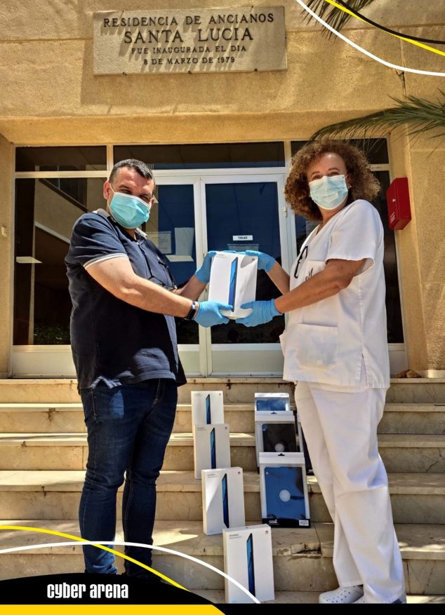Image: Delivery of the tablets to the Santa Llúcia Nursing Home