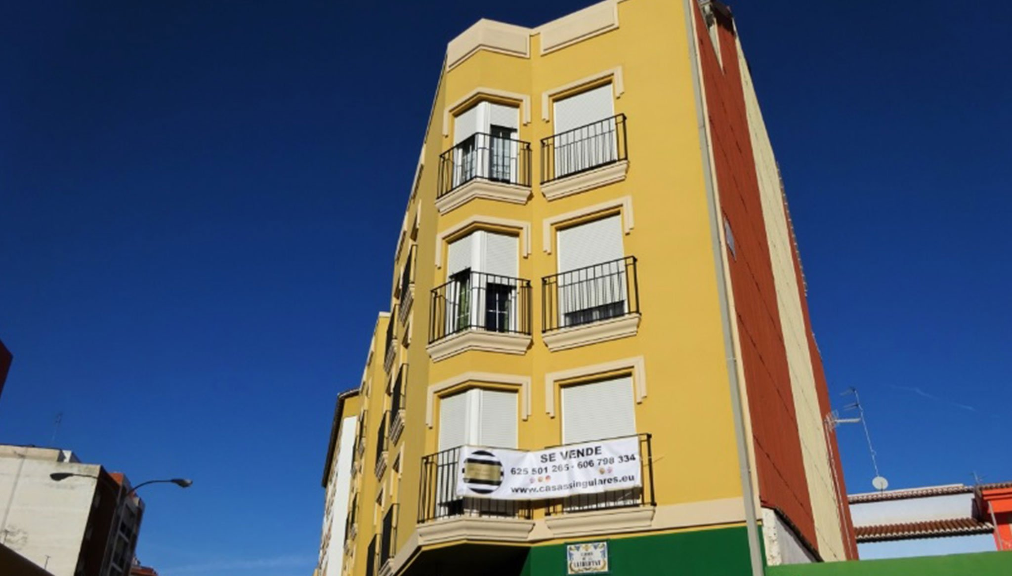 Facade of a flat for sale in Dénia - Casas Singulares