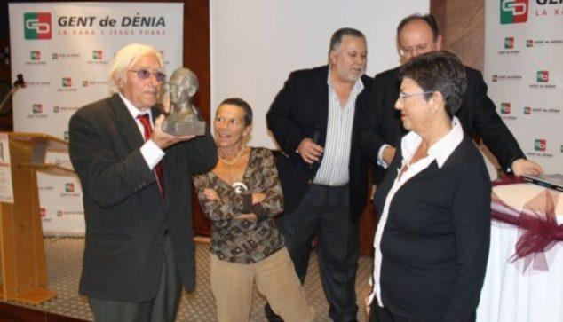 Imagen: Jaime Costa Tur junto a los miembros de Gent de Dénia