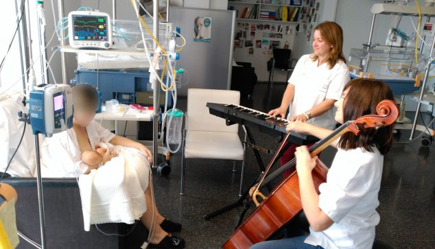 Image: Music therapy at the Dénia Hospital