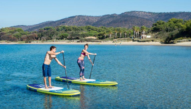 Pareja practicando Paddle Surf