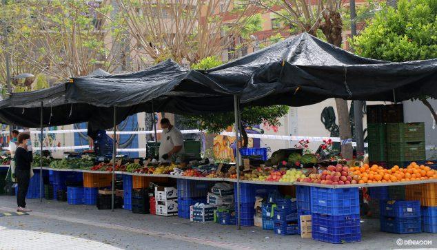 Imagen: Puesto en el mercado en la calle La Vía