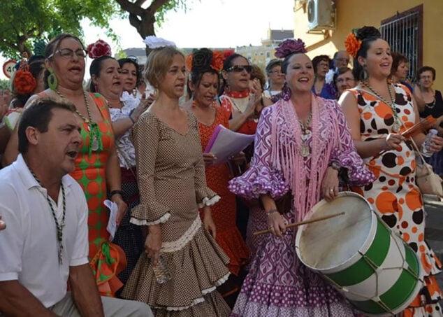 Imagen: Romeros cantando a la Virgen del Rocío