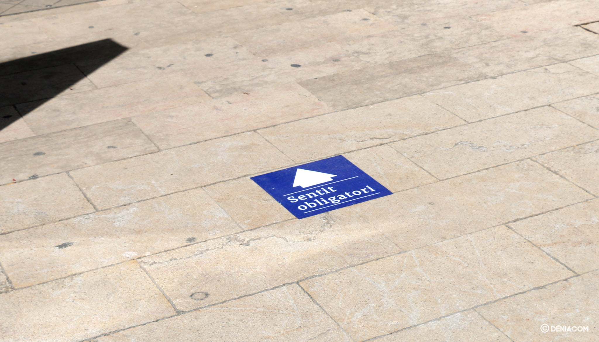 Mandatory sign in Marqués de Campo