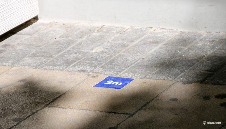 Safety distance signage in Marqués de Campo