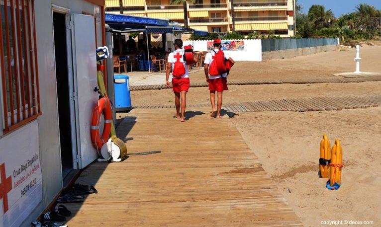 Socorristas de Cruz Roja en el puesto de Bovetes