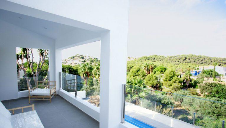 Terraza de una villa de lujo en venta en Moraira - Fine & Country Costa Blanca Norte