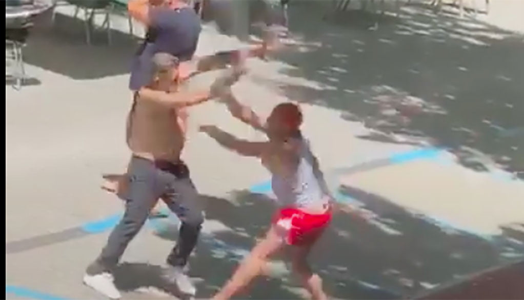 Brawl on the terrace of a bar