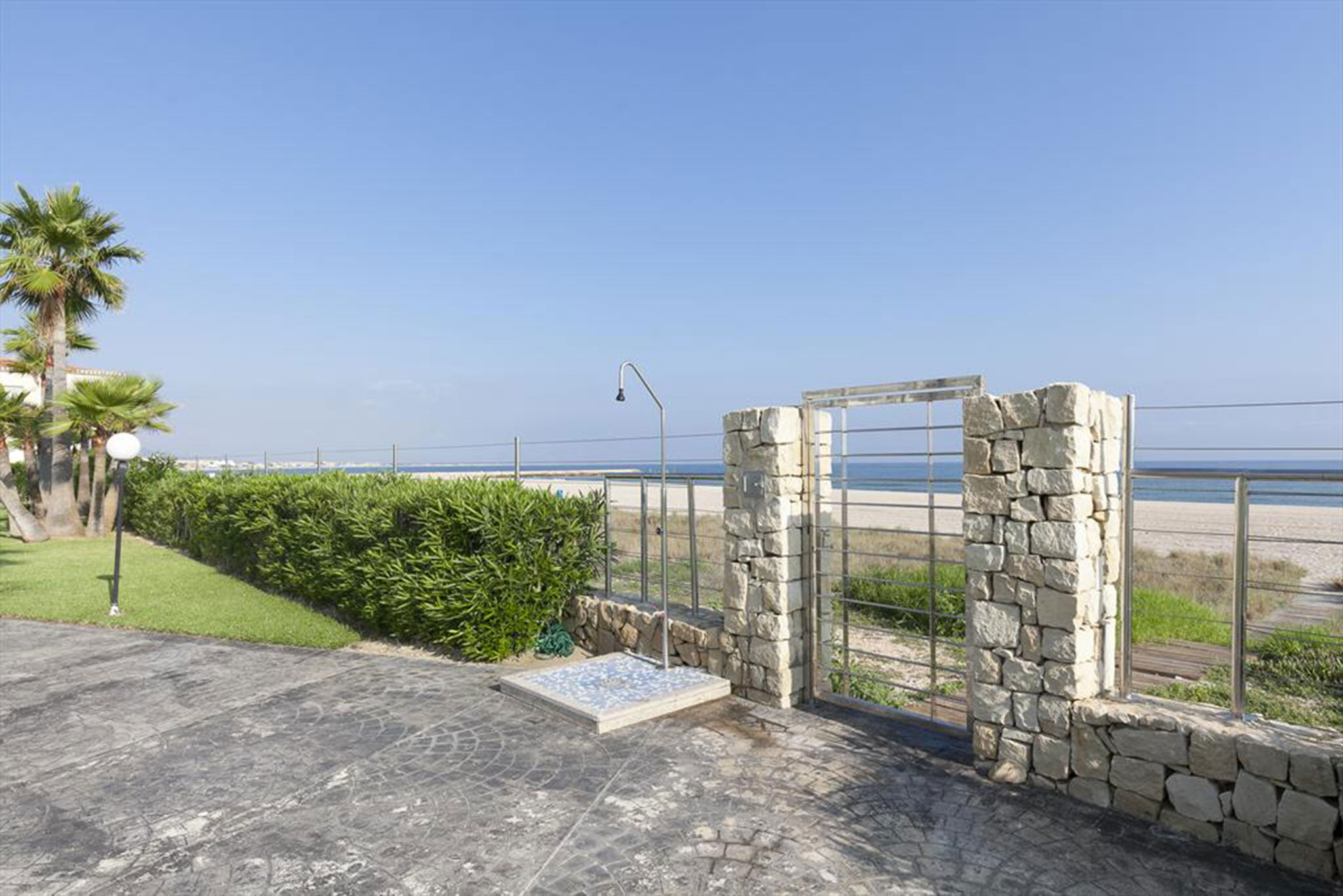 Access to the beach from a rental apartment in Dénia - Quality Rent a Villa