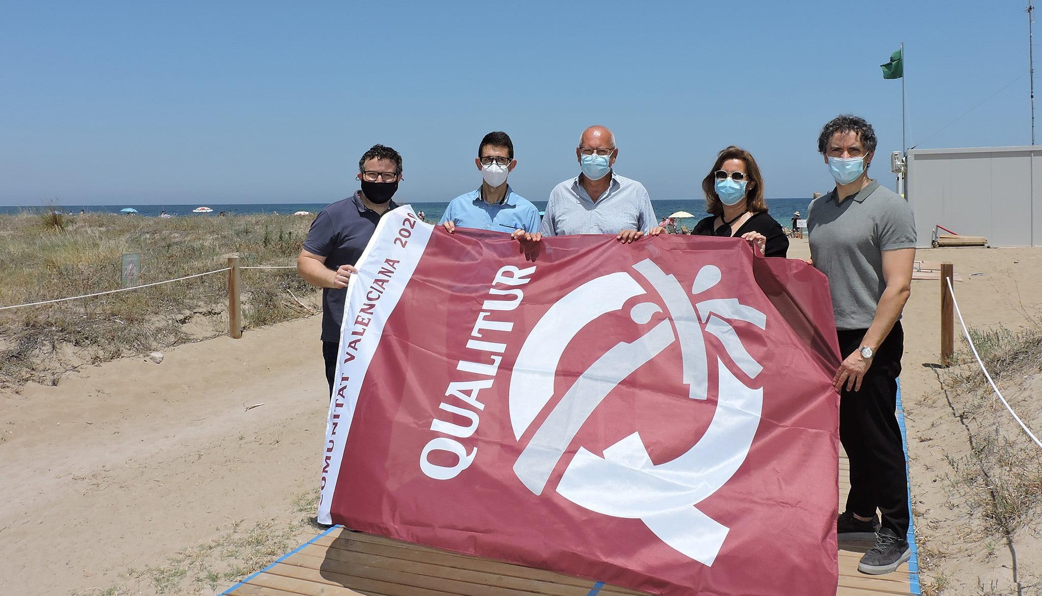 Qualitur flag of Punta del Raset beach