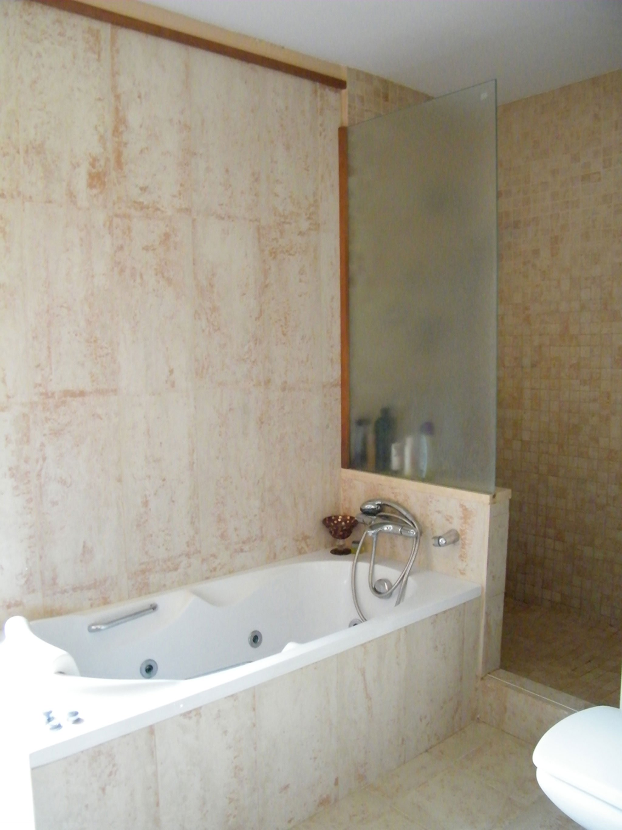 Earth tone bathroom - Hermanos Camino
