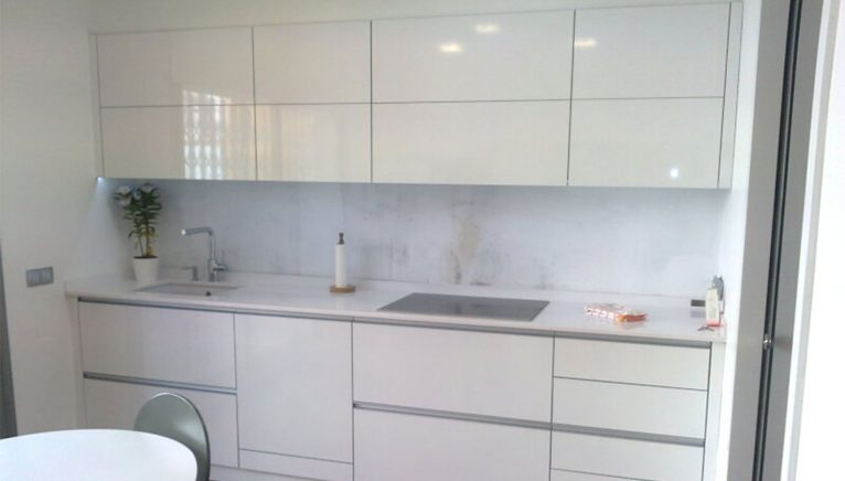 Kitchen in white - Hermanos Camino