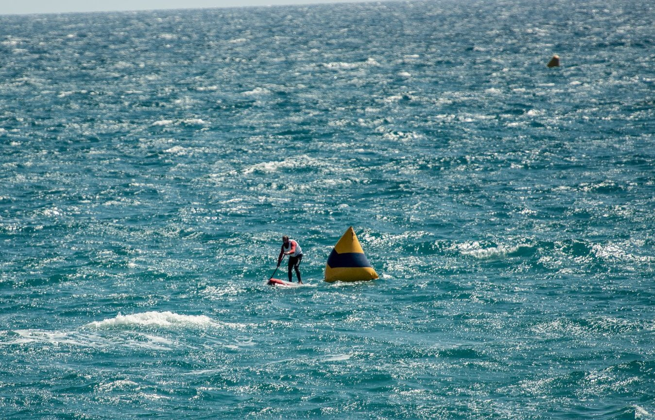 SUP competition with strong wind, important vest and technical clothing