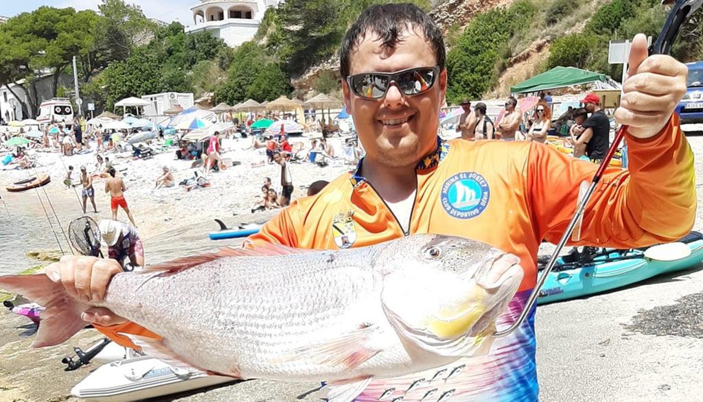 Kayak fishing social contest in La Granadella