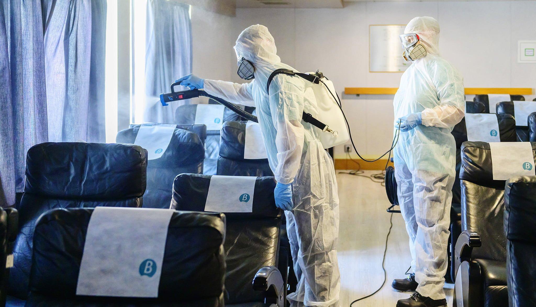 Desinfección de un ferry Baleària