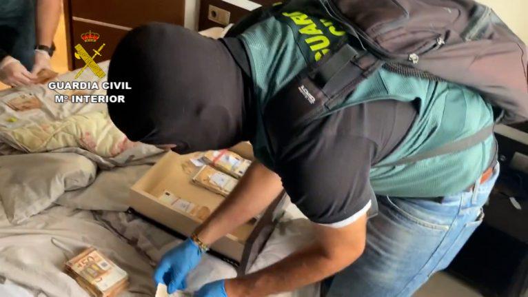 Dinero intervenido por la Guardia Civil