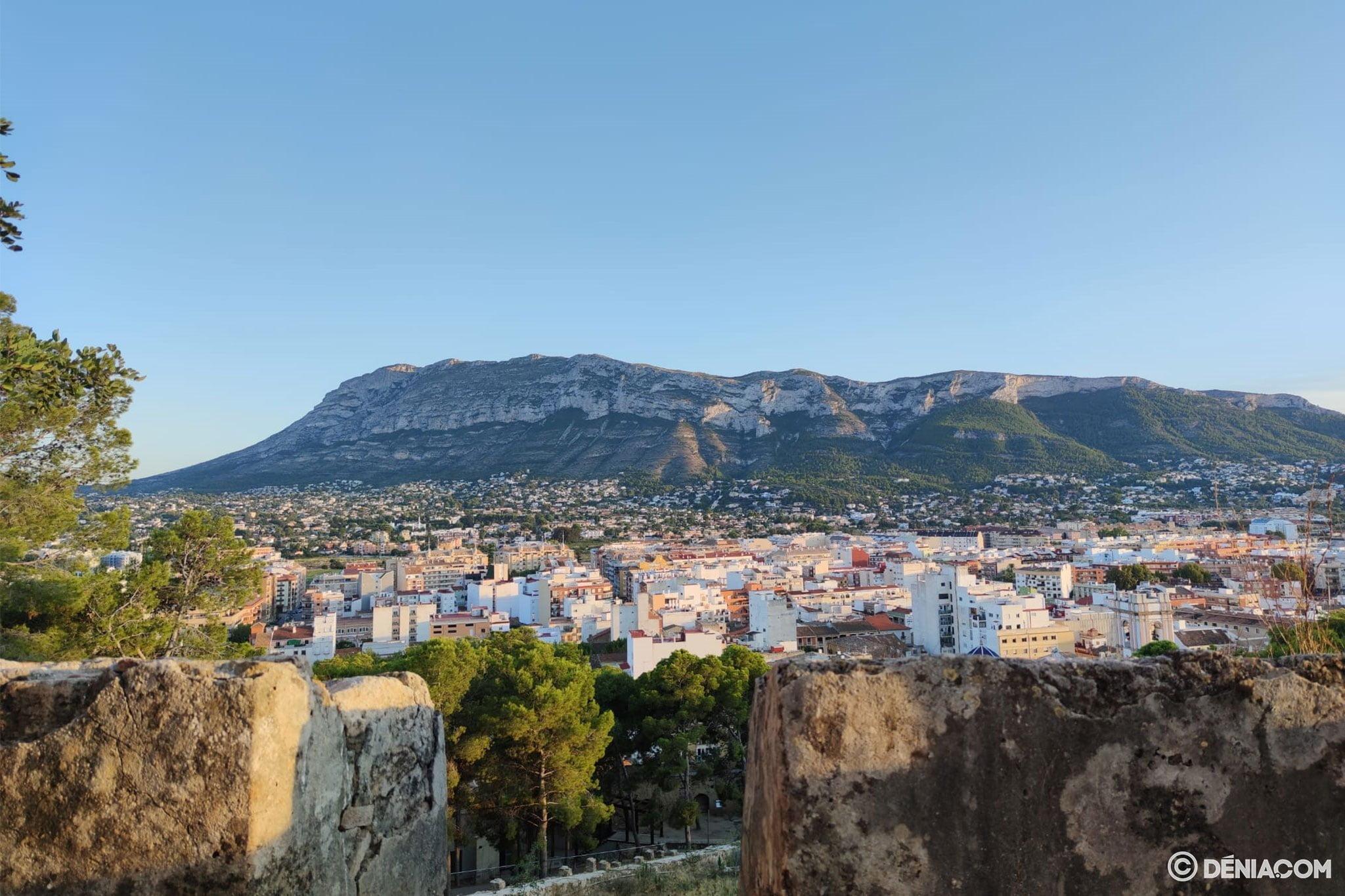 Vista del Montgó desde el Castillo de Dénia