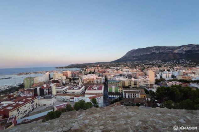 Bild: Der Montgó steigt langsam in Richtung Cabo de San Antonio ab