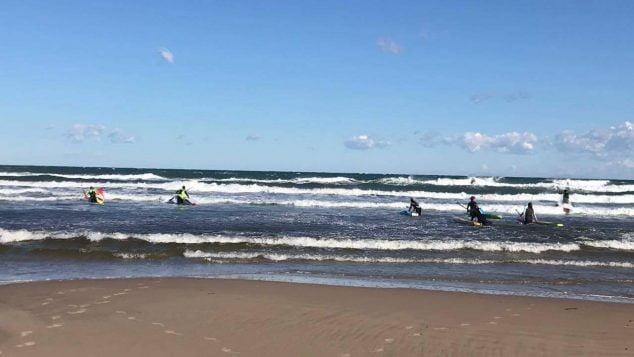 Imatge: Entrada rider avançats en condicions de mar i vent