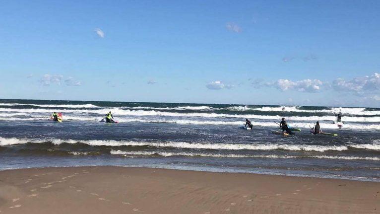 Entrada rider avanzados en condiciones de mar y viento