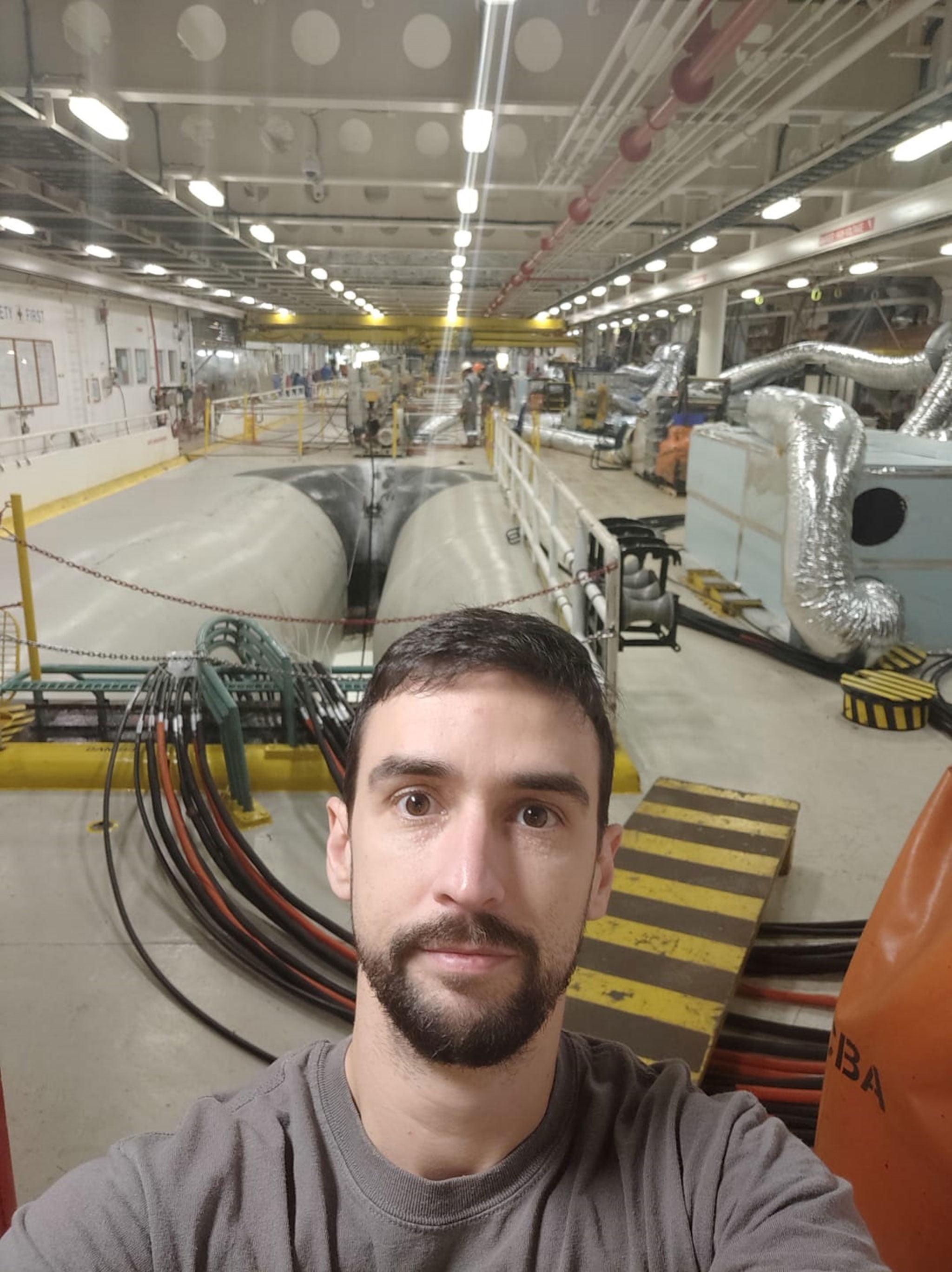 Interior del barco, con las instalaciones técnicas
