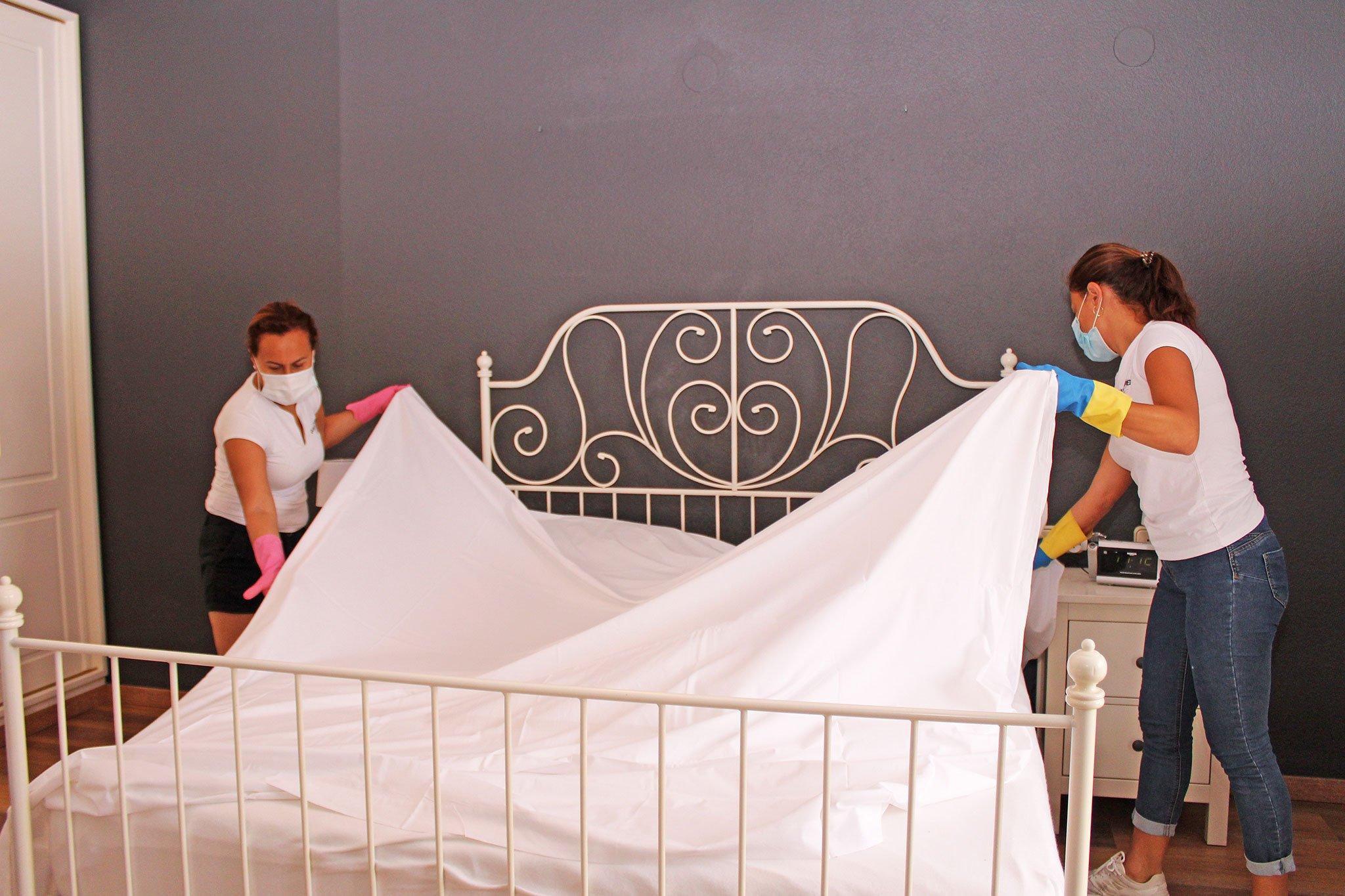 Equipo de limpieza totalmente preparado – Quality Rent a Villa