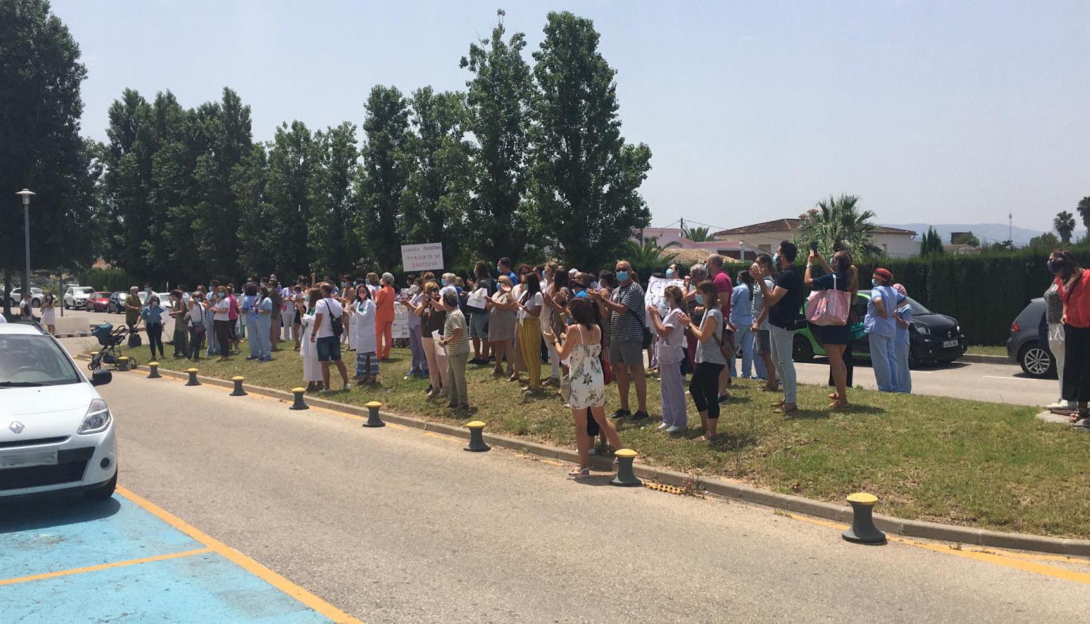 Manifestación de trabajadores frente al hospital