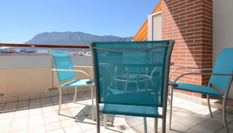 Terrace furniture of a penthouse for sale in Dénia - Euroholding