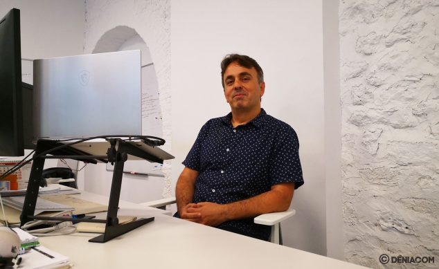 Image: Nacho Muñoz, at his workplace