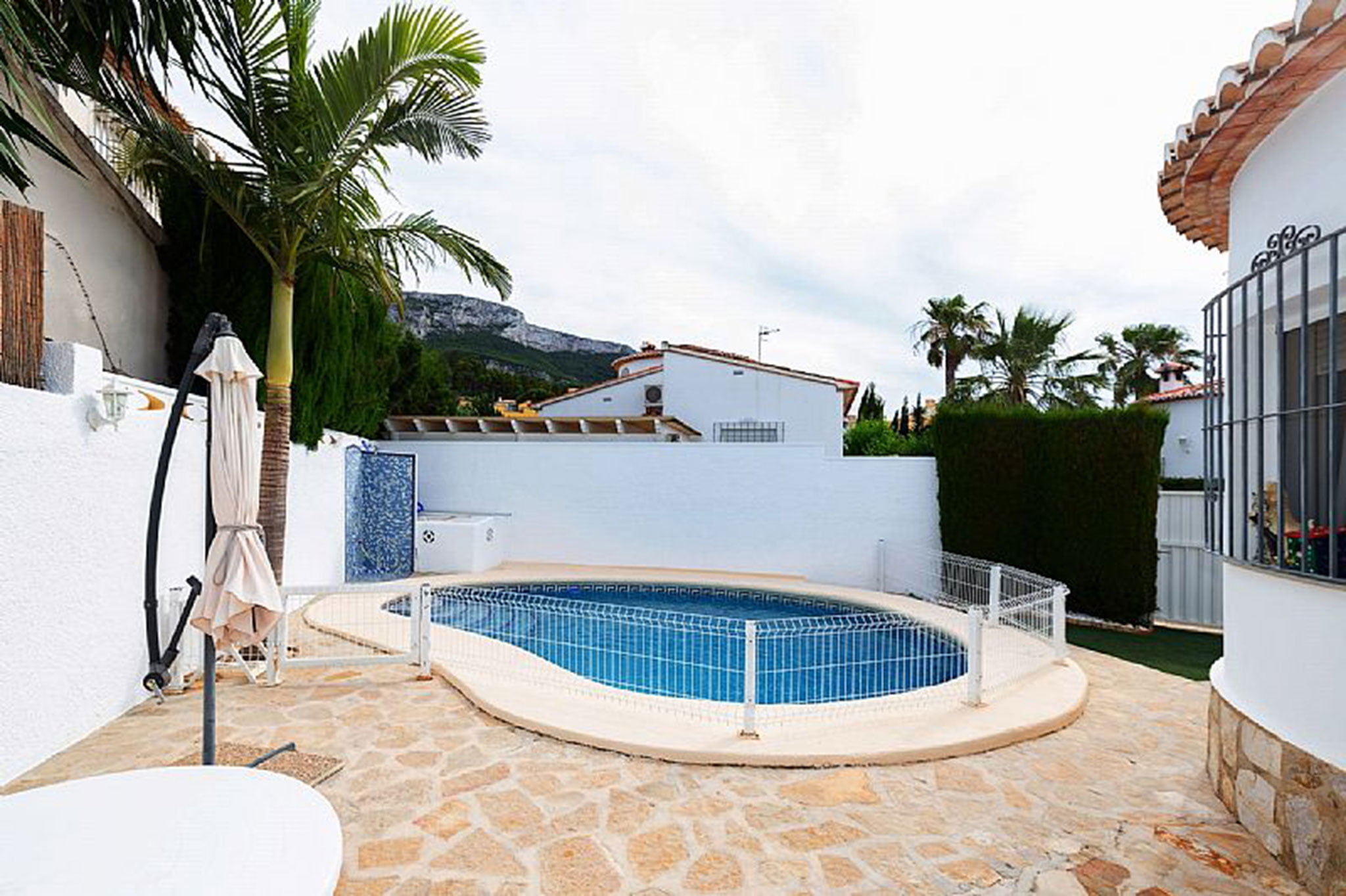 Pool of a chalet for sale in Dénia - Euroholding