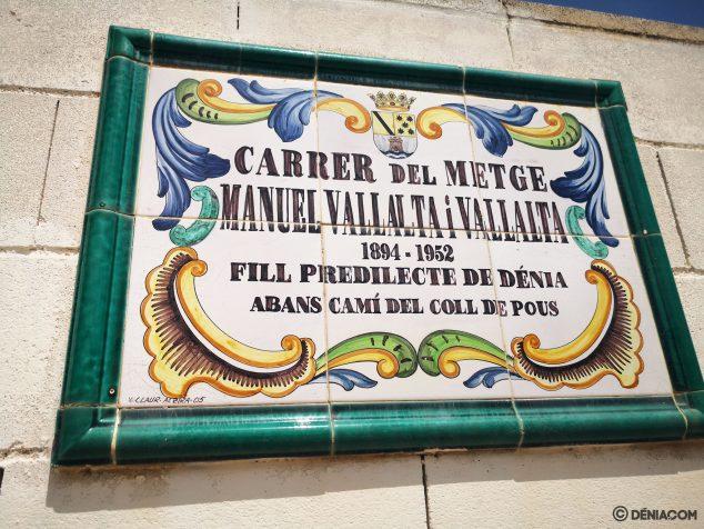 Imagen: Placa de la calle Manuel Vallalta en Dénia, el antiguo Camí del Coll de Pous