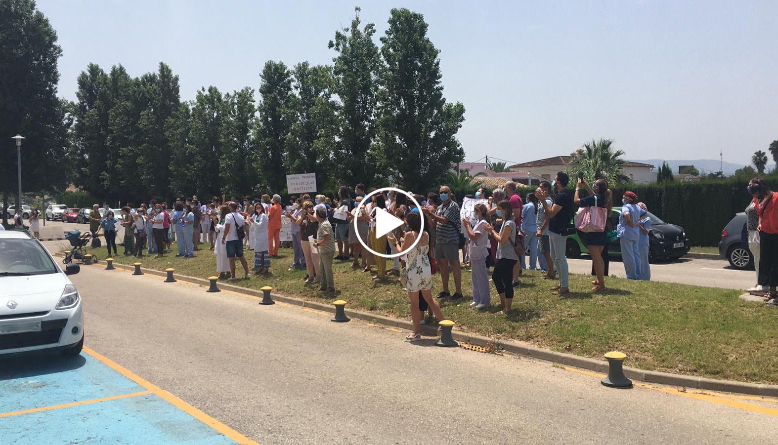Play manifestación de trabajadores frente al hospital copia