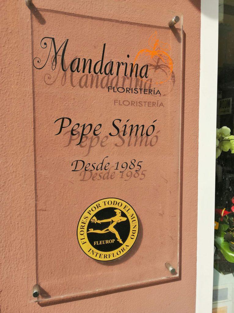 Placa en el exterior de Floristería Mandarina