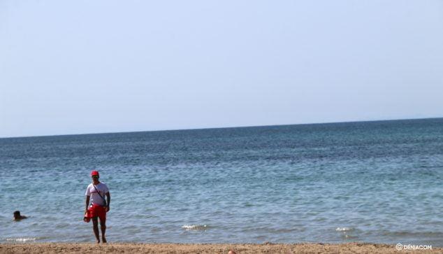 Image: Lifeguard on patrol in Dénia