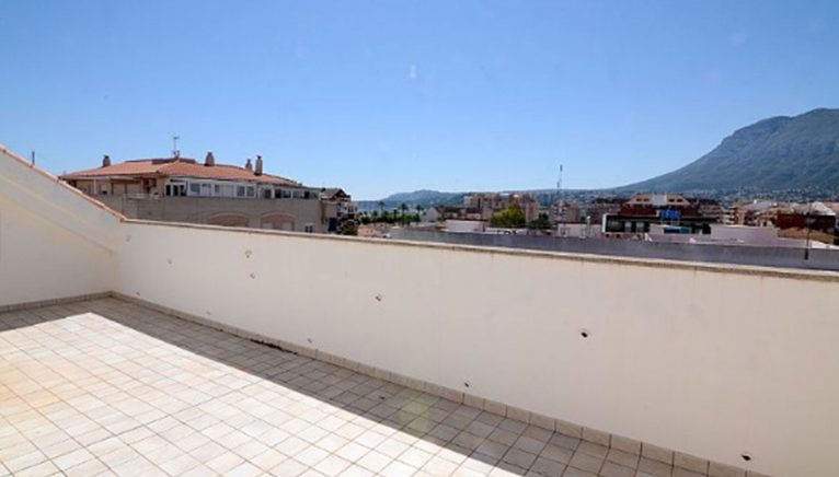 Terrace of a penthouse for sale in Dénia - Euroholding