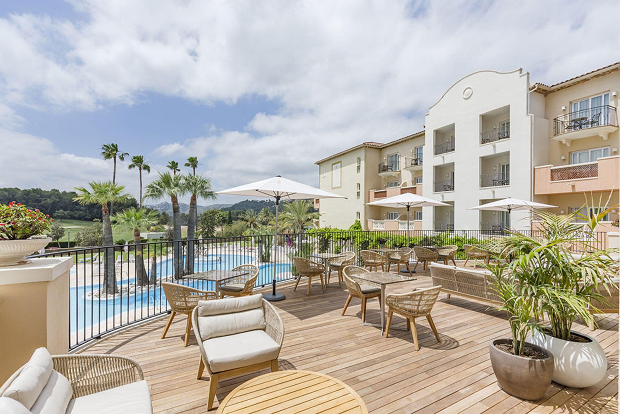 Gran terraza en Hotel Dénia Marriott La Sella Golf Resort & Spa