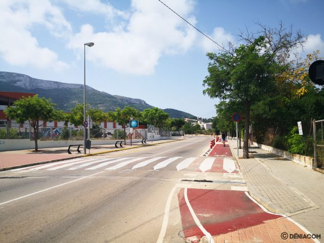 Imagen: Vista de la calle Manuel Vallalta, con el IES Historiador Chabás a la izquierda y el Hospital de La Pedrera al fondo