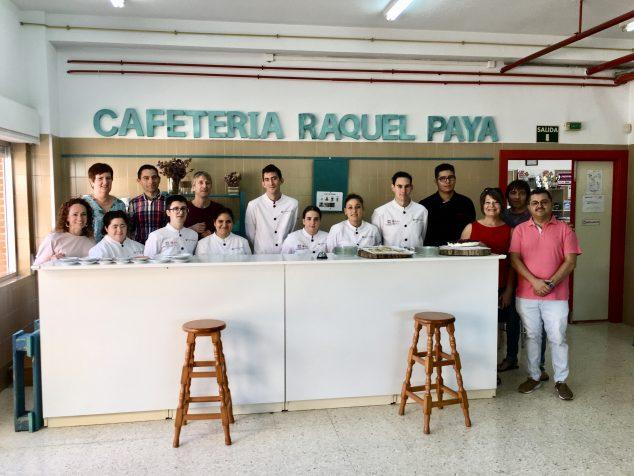Изображение: студенты Ракель Пайя Хоспиталити с командой менеджеров, профессор Bergen i Ciutat Creativa
