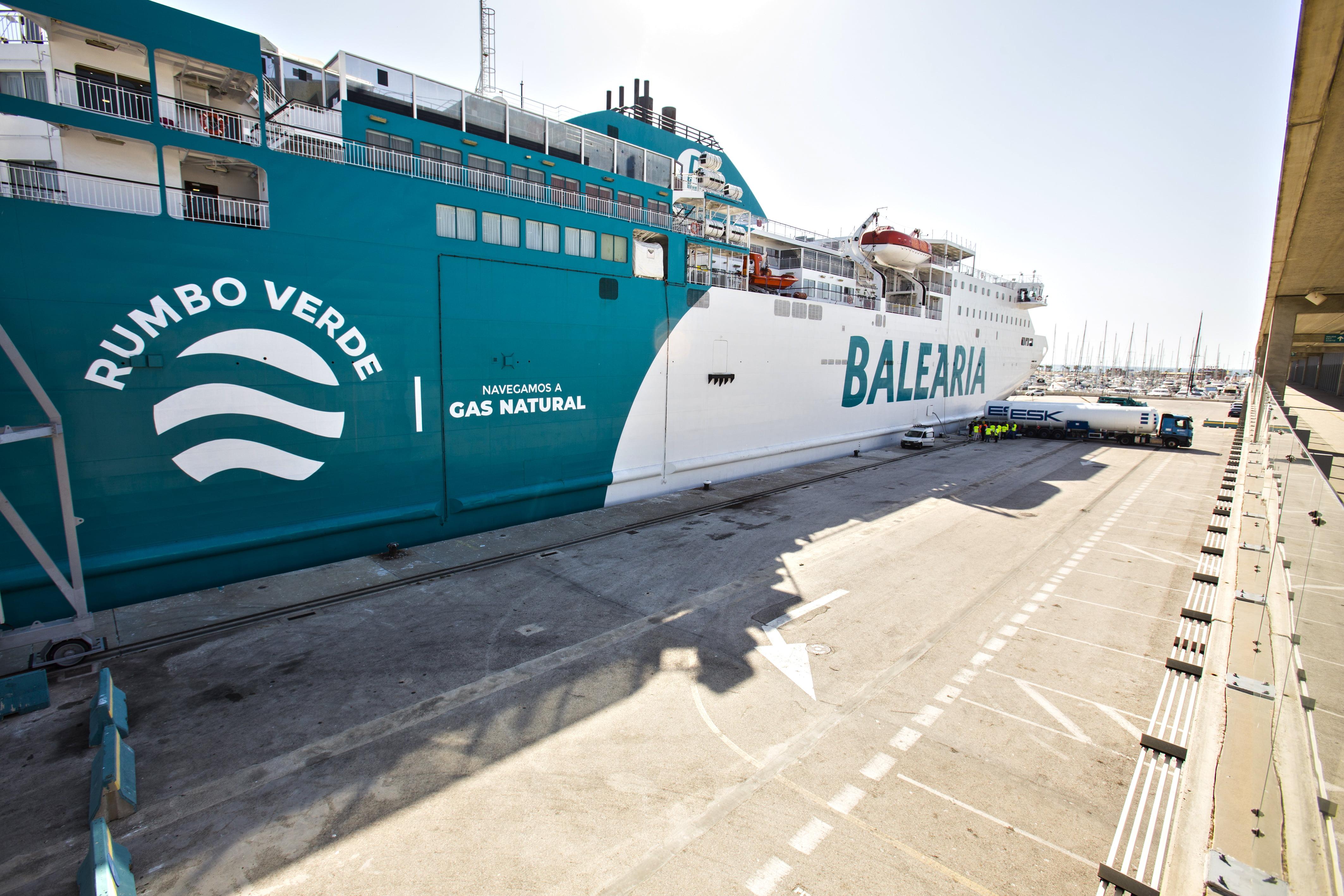 Buque de Baleària de Gas Natural