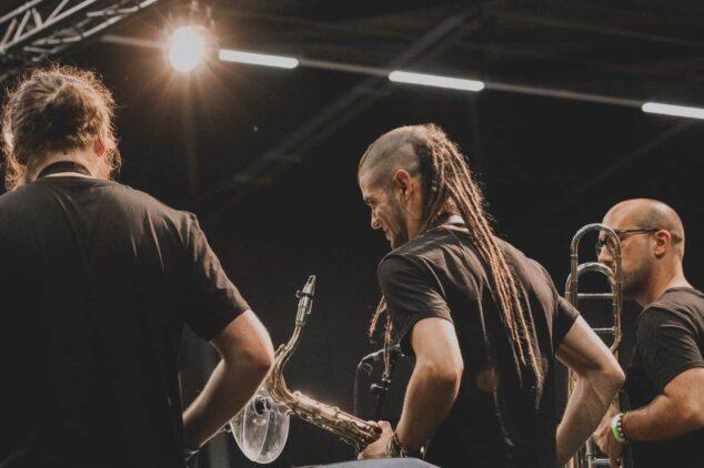 Imagen: La actuación en Rotterdam del músico dianense, el día de Aruba, Curaçao y Bonaire, las Antillas Holandesas