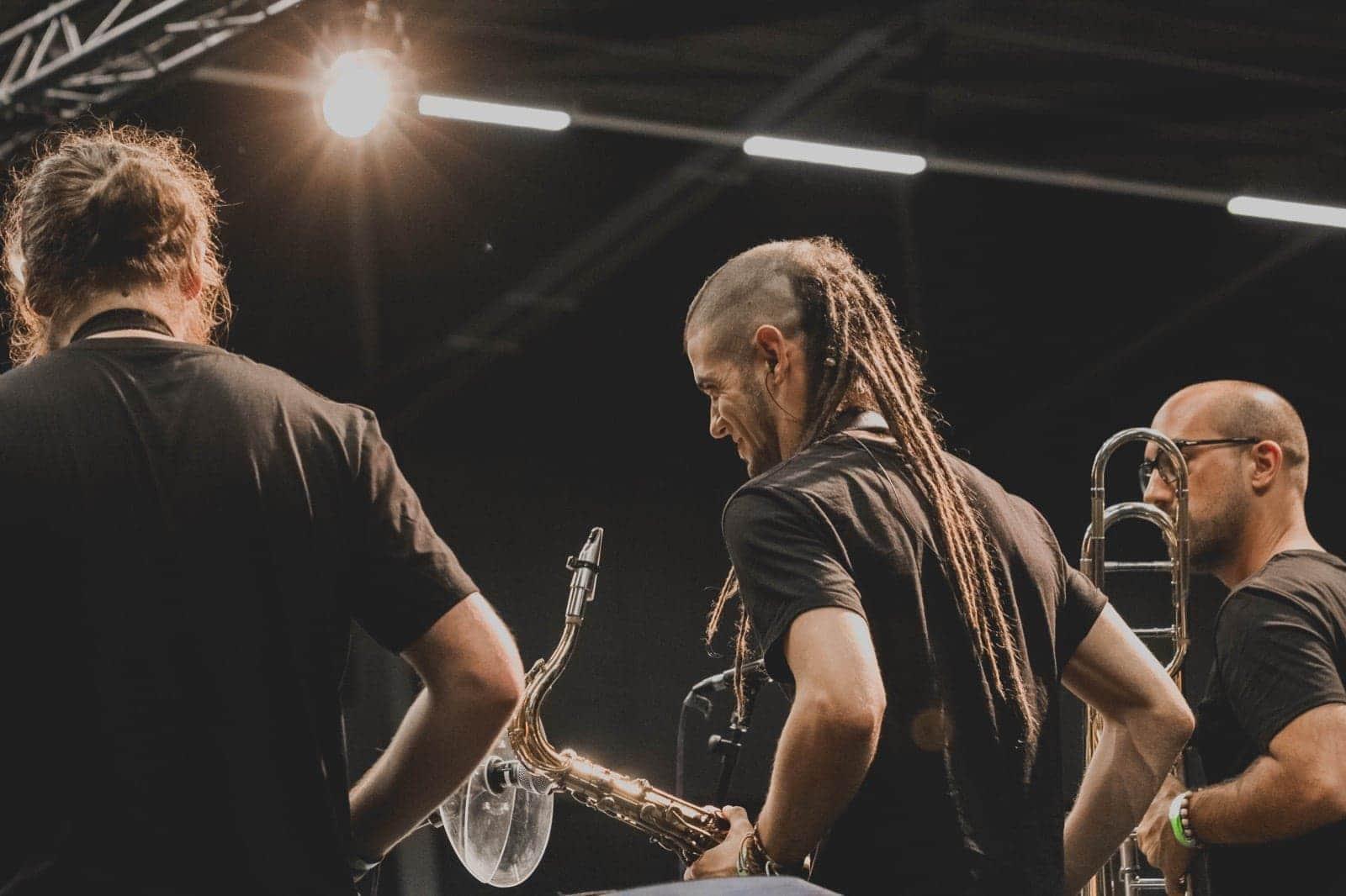 La actuación en Rotterdam del músico dianense, el día de Aruba, Curaçao y Bonaire, las Antillas Holandesas