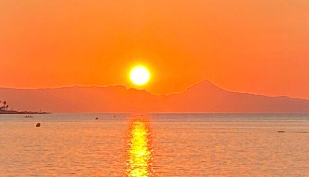 Imagen: El sol sobre la playa de Dénia