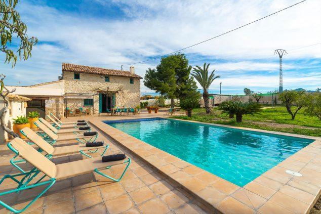 Bild: Außenansicht eines Ferienhauses für sechs Personen in Dénia - Aguila Rent a Villa