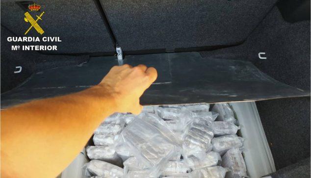 Imagen: Hachís en un maletero en el puerto de Dénia